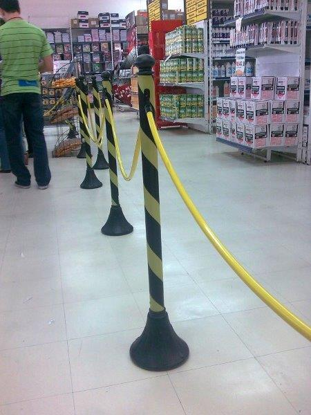Pedestal de sinalização zebrado